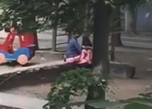 Секс на детской площадке смотреть